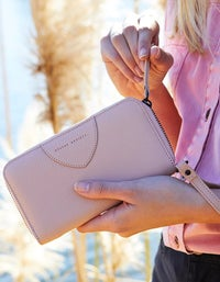 Moving On Wallet - Pink