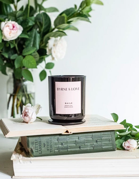 Glass Candle Green Leaf, Rose & Musk - Black