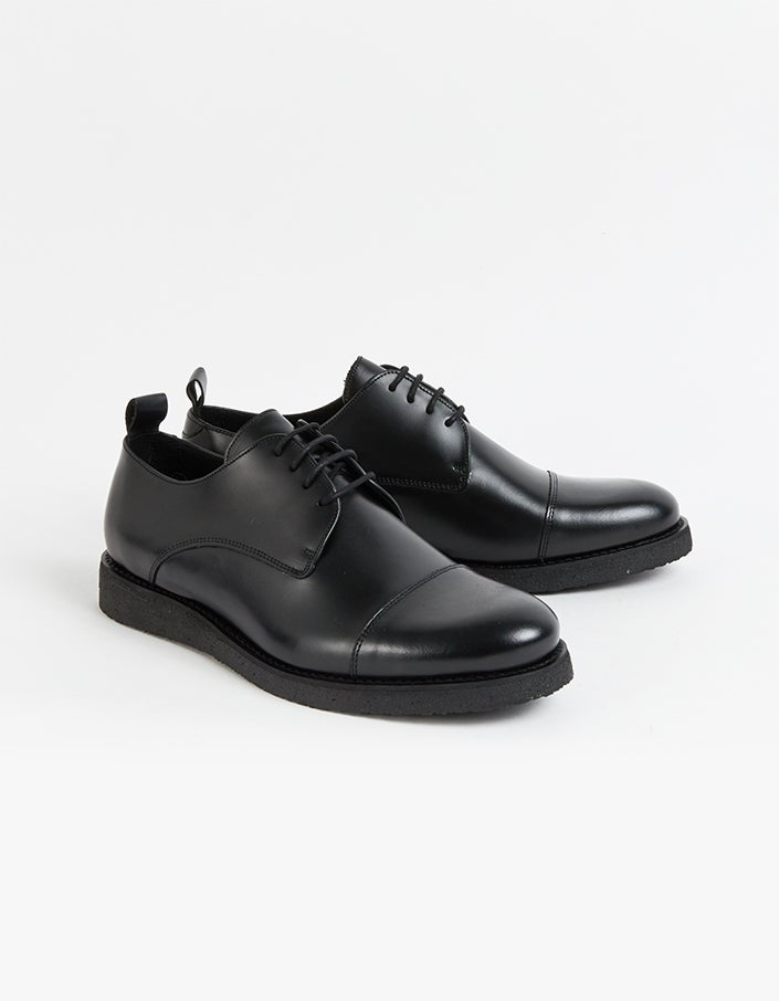 Lennon Derby - Black
